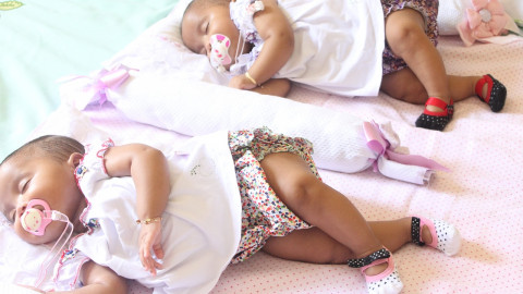 5 Tips for Troubleshooting Breastfeeding Twins or Multiples